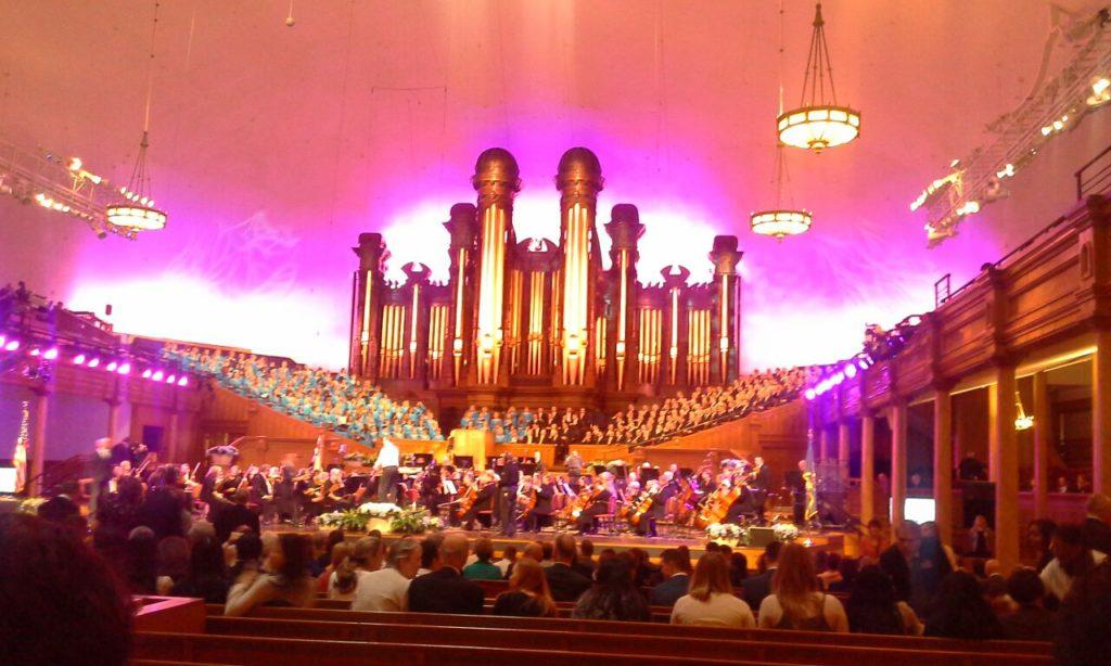 El tabernáculo en Utah con el órgano de tubos más grande del mundo 11 mil  tubos.